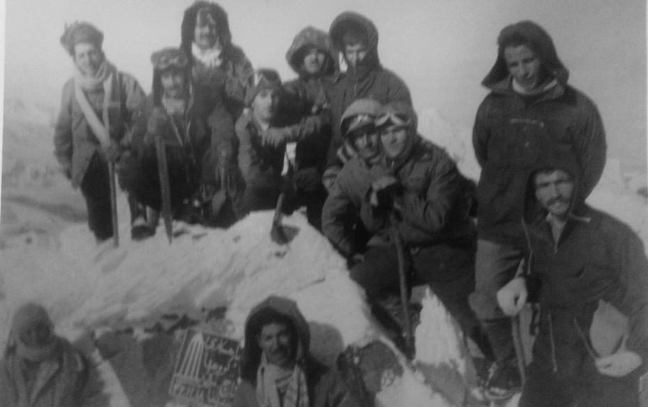 قله یخچال سال 1342  در این عکس عربعلی شروه پژوهشگر مطرح کتاب های هنر هم حضور دارد
